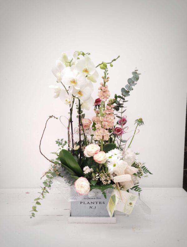 La Pérgola Día de la madre composición de flores white